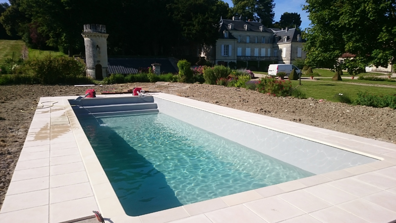 Construction piscine enterr e thur 86 vienne for Construction piscine 86