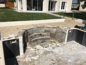 Démolition de l'escalier roman