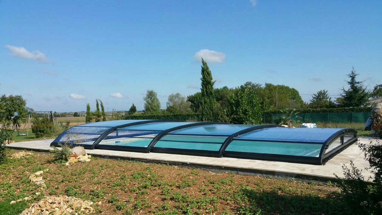 Construction piscine poitiers abri bas t lescopique for Abri de piscine bas