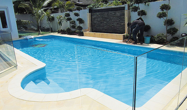 modle piscine desjoyaux good les tapes cls de duun volet roulant pour piscine youtube with. Black Bedroom Furniture Sets. Home Design Ideas