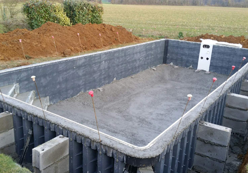 Construction d une piscine construction d 39 une piscine for Piscine desjoyaux poitiers