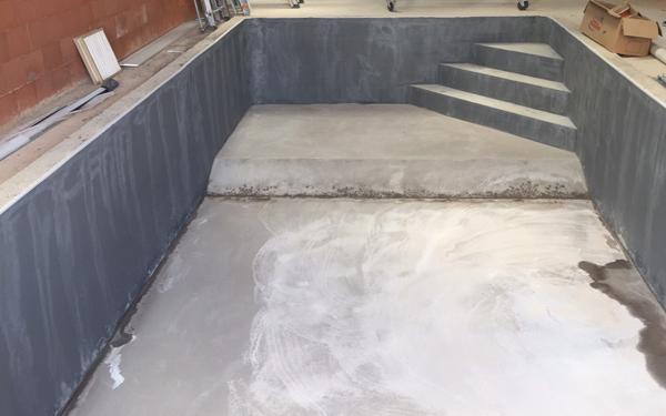 escalier angle béton intégré