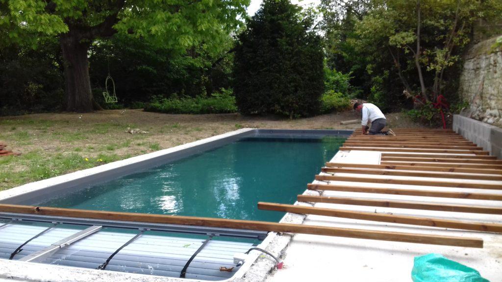 construction terrasse en bois couloir de nage