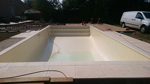 Piscine enterr e volet immerg adriers 86 for Liner couleur sable piscine