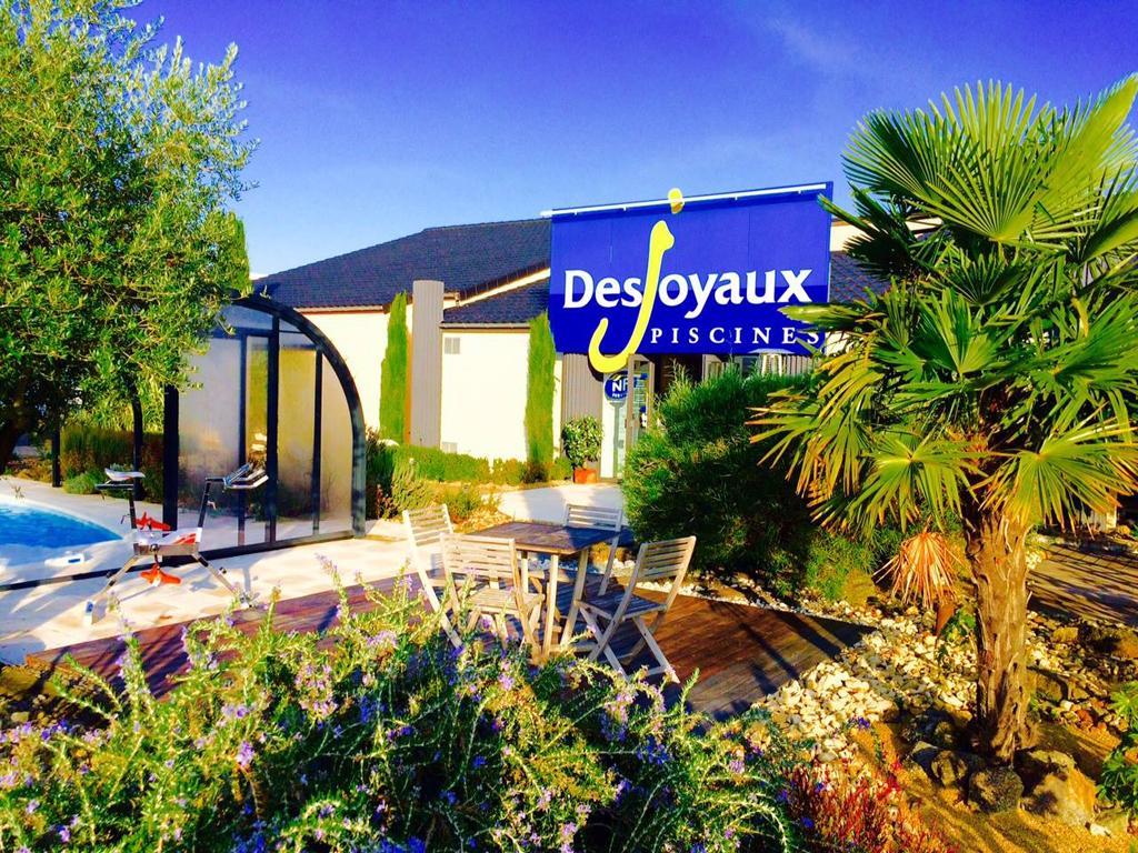 Concepteur concepteur de piscine desjoyaux poitiers - Depot vente poitiers ...