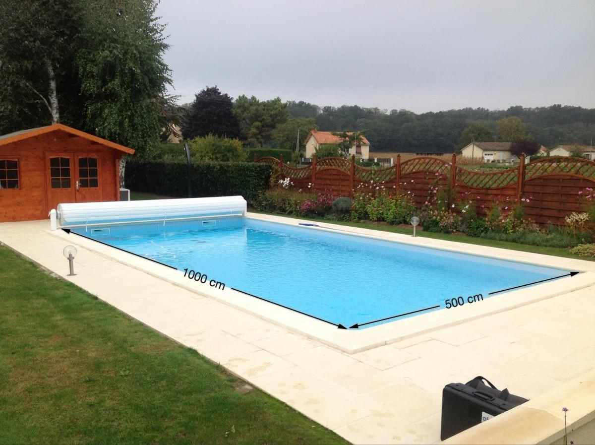 Volet abriblue piscines desjoyaux poitiers for Construction piscine 8x4
