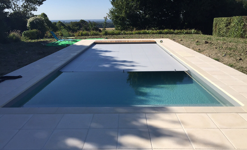 Piscine enterr e desjoyaux for Piscine semi enterree desjoyaux