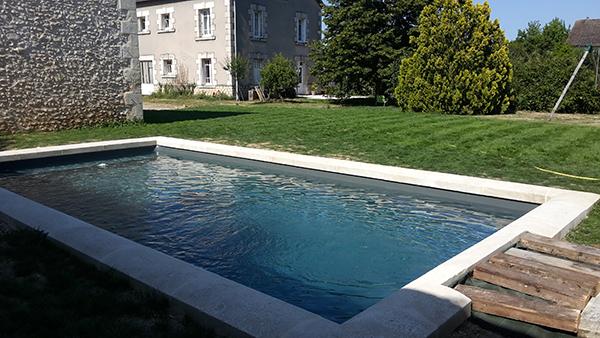 piscine sur mesure engazonnée