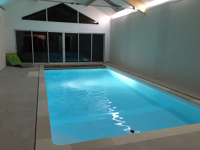 Construction piscine int rieure gen ay desjoyaux poitiers for Catalogue piscine desjoyaux